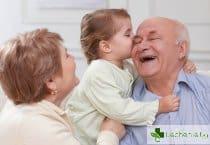 Бабите живеят с 10 години повече, ако се грижат за внуците си