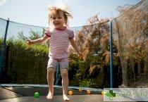 3 ползи за цялостното развитие на детето от батутите