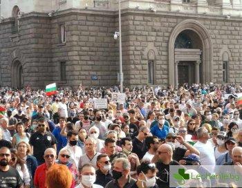 БЛС призова протестиращите за дистанция, за да не се препълват болниците