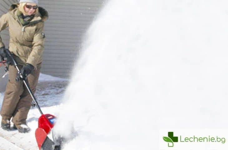 Защо ръчното почистване на снега може да бъде изключително опасно за здравето и дори за живота